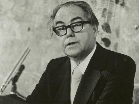 null, Im Jahr 1976 erhält Max Frisch den Friedenspreis des Deutschen Buchhandels, der alljährlich im Rahmen der Frankfurter Buchmesse vergeben wird